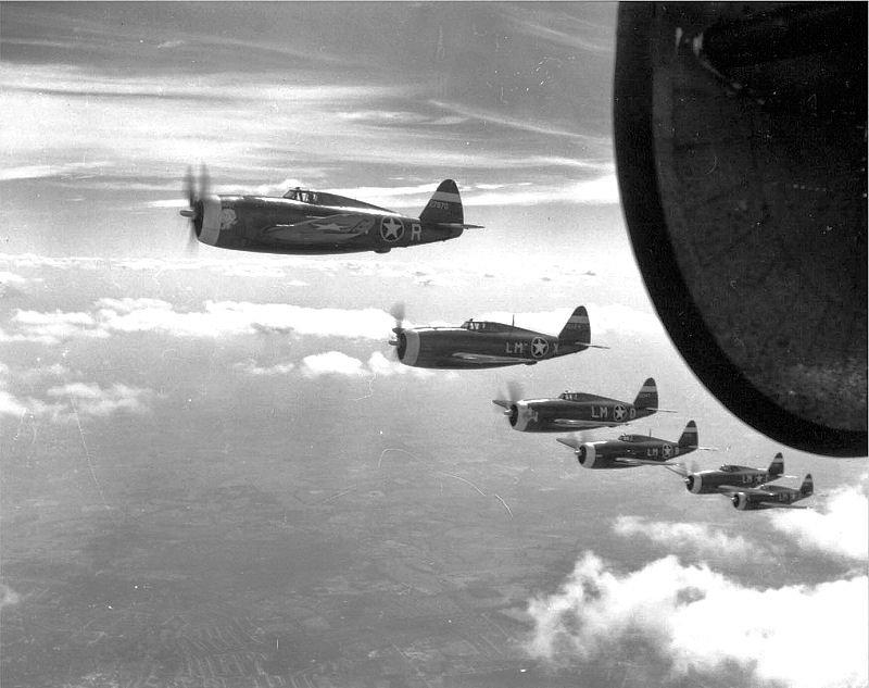 62d_Fighter_Squadron_P-47_Thunderbolts_-_1944.jpg.b38e8e6f83a2c1202af41a614ecaf942.jpg