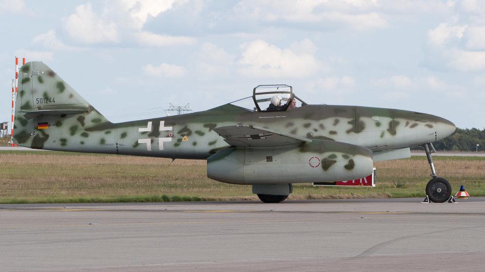 Messerschmitt_Me_262_replica_D-IMTT_ILA_2012_02.thumb.jpg.03dcfc87dd6d125f8e00fd0c0c74fd35.jpg