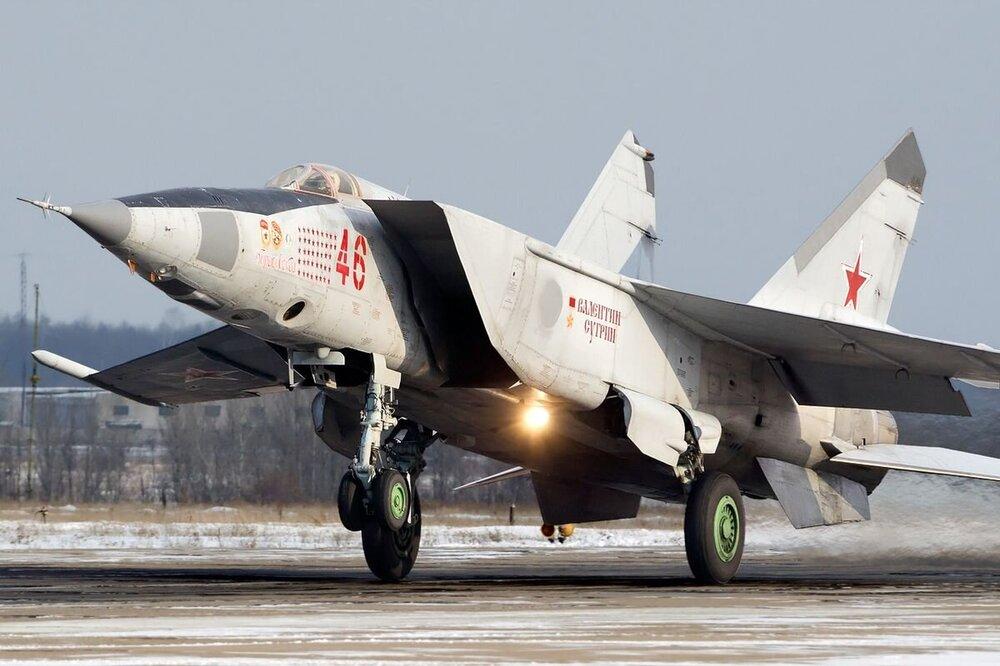 MiG-25-front-left.thumb.jpg.6785f5b83fb5e7de140c93d96c31d512.jpg